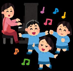 幼稚園で遊ぶ子供たち
